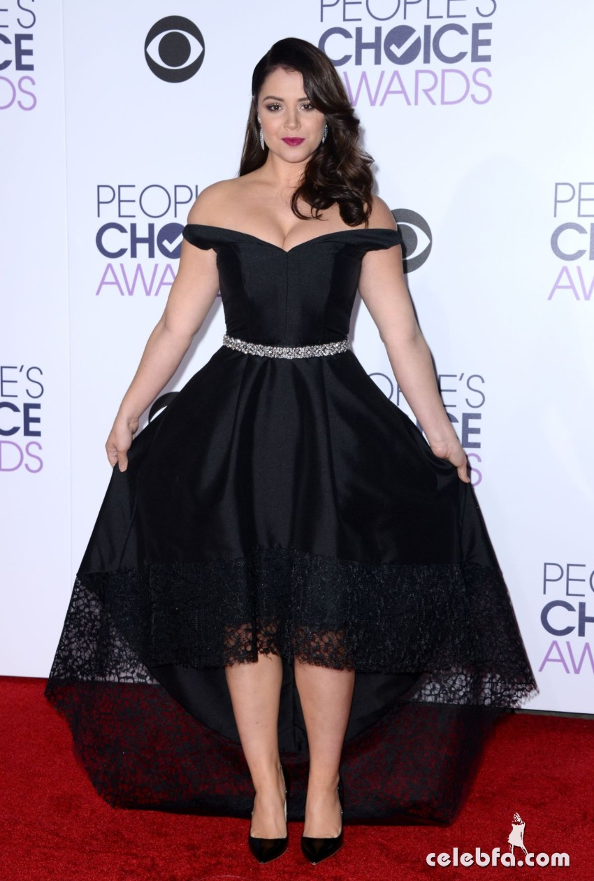 kether-donohue-at-2016-people-s-choice-awards-in-los-angeles (4)