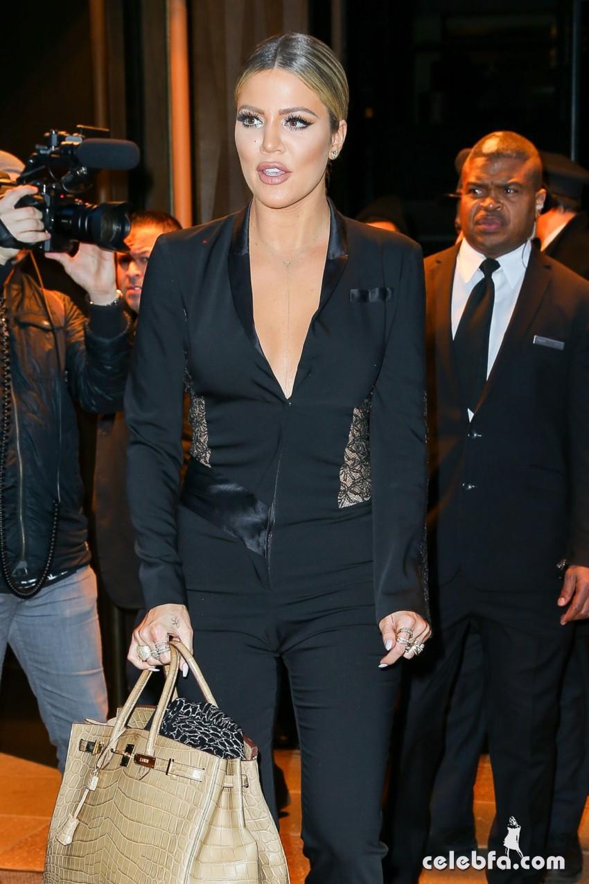 khloe-kardashian-leaves-her-hotel-in-new-york (2)