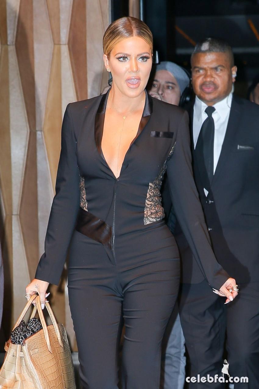 khloe-kardashian-leaves-her-hotel-in-new-york (4)