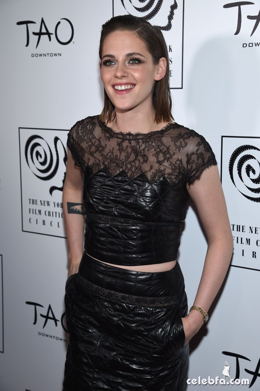kristen-stewart-at-2015-new-york-film-critics-circle-awards (3)