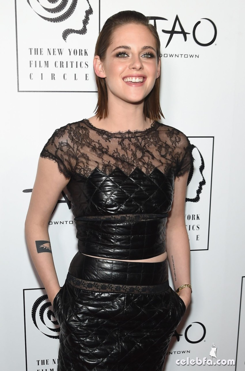 kristen-stewart-at-2015-new-york-film-critics-circle-awards (6)