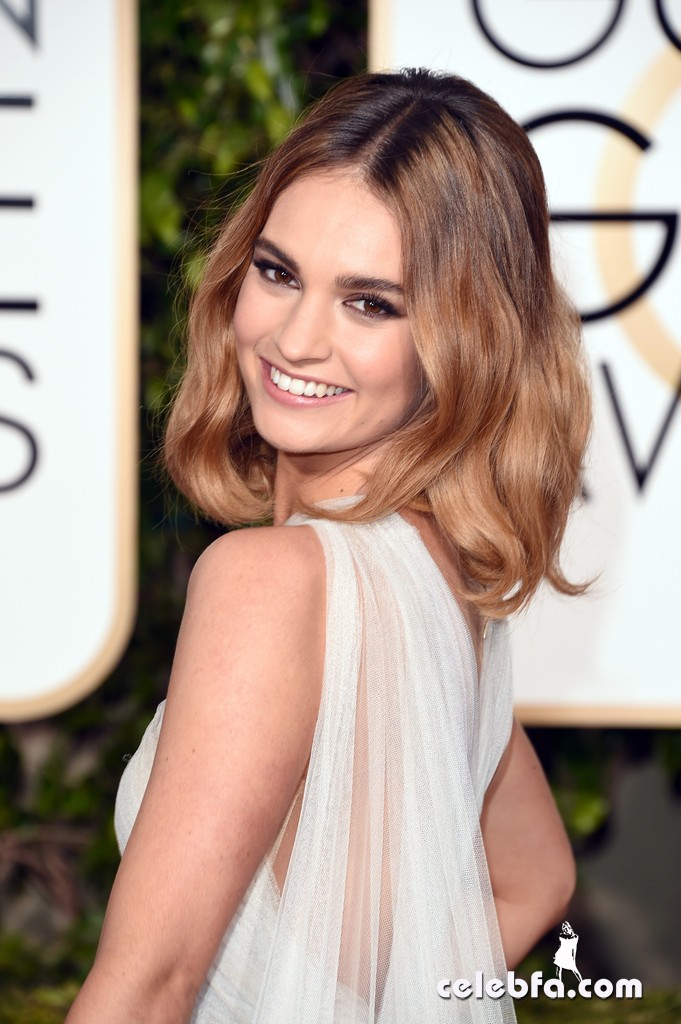 Lily_James_73rd_Annual_Golden_Globe_Awards_dX4-QuGH-Krx