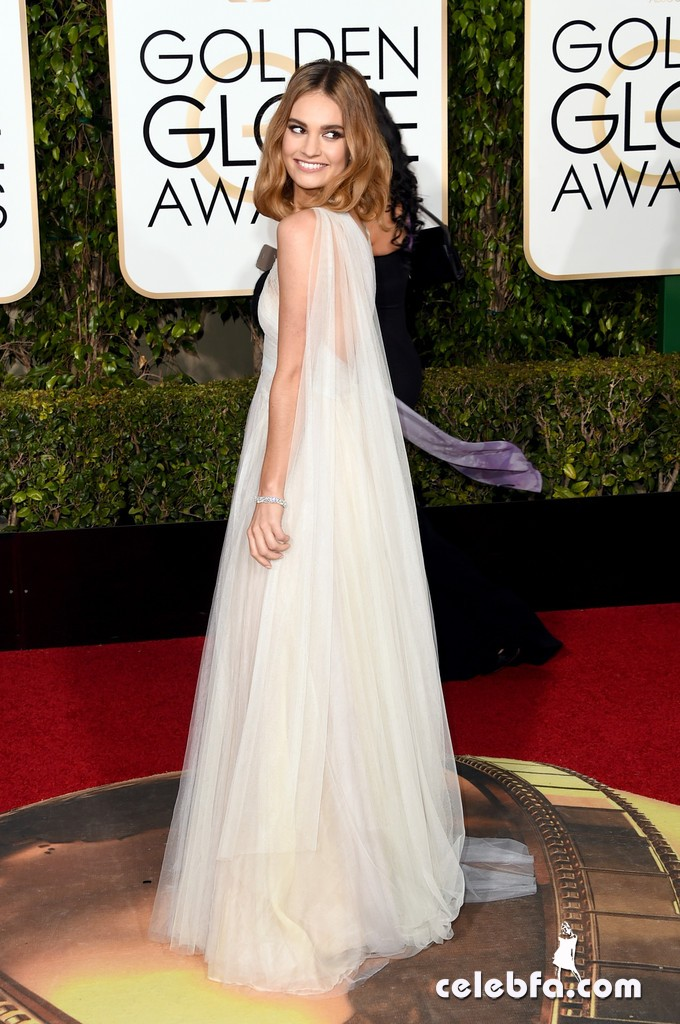Lily_James_73rd_Annual_Golden_Globe_Awards_GNYS9Cysalpx