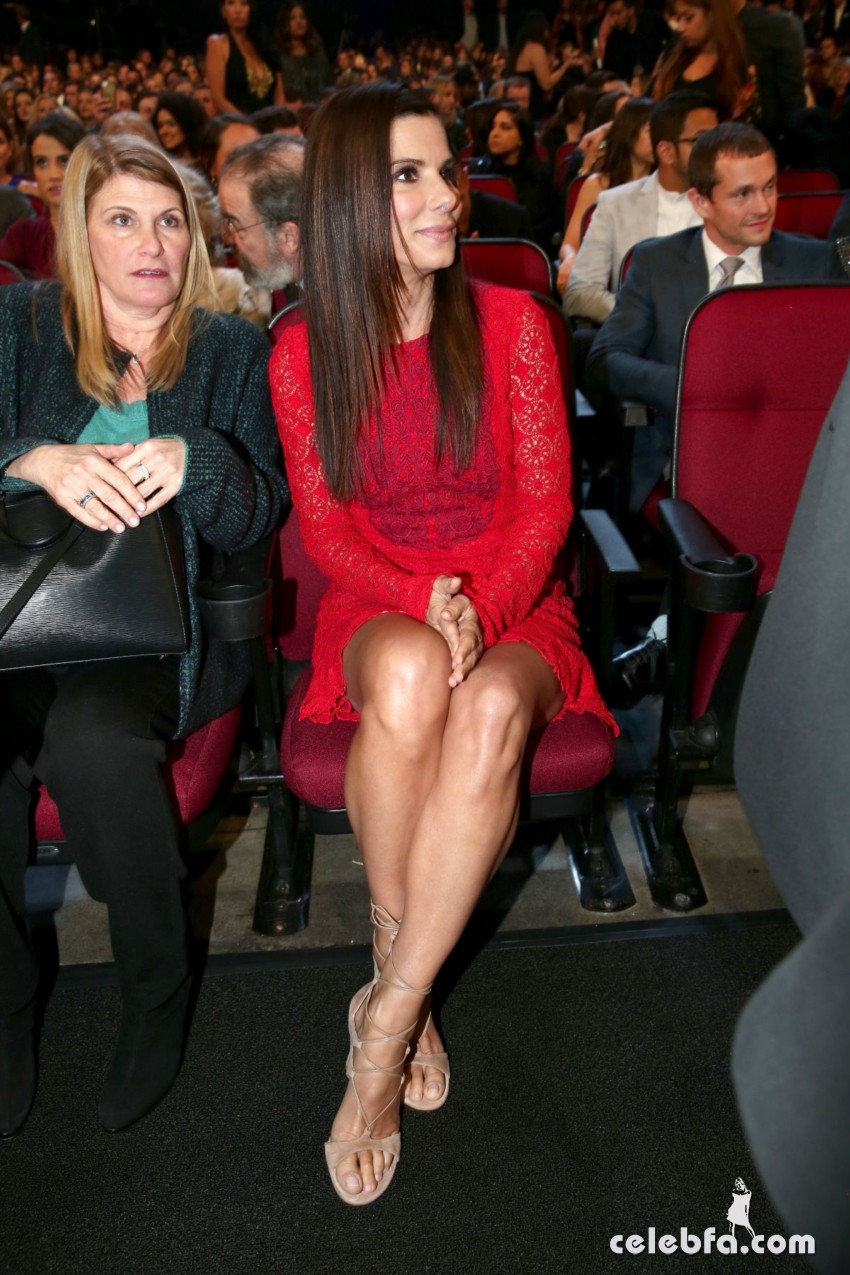 sandra-bullock-at-2016-people-s-choice-awards-in-los-angeles-01-06-2016_2