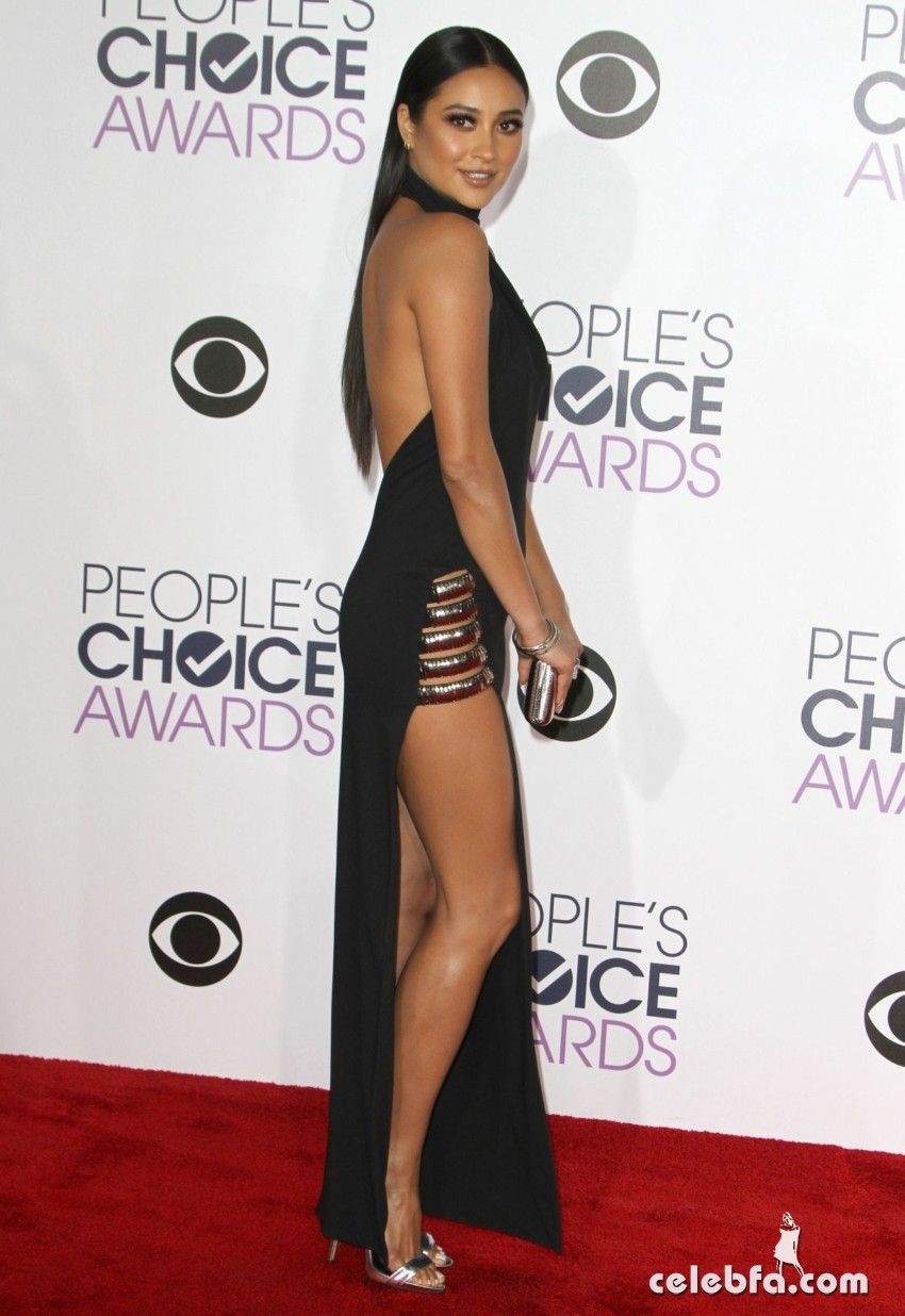 shay-mitchell-at-2016-people-s-choice-awards-in-los-angeles (2)