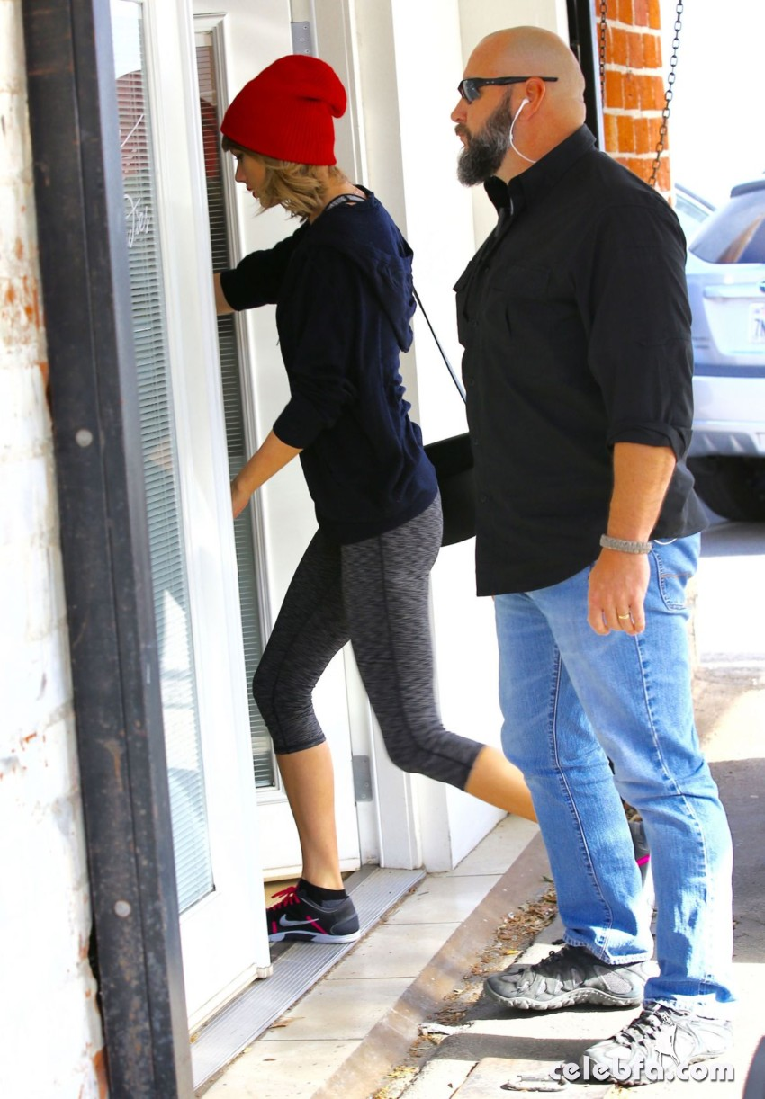 taylor-swift-heading-to-a-gym-in-west-hollywood (3)