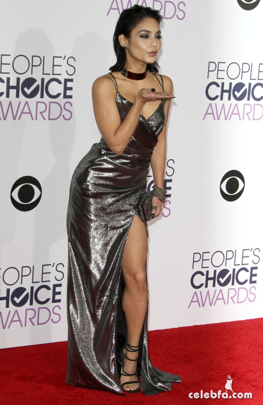 vanessa-hudgens-at-2016-people-s-choice-awards-in-los-angeles (2)