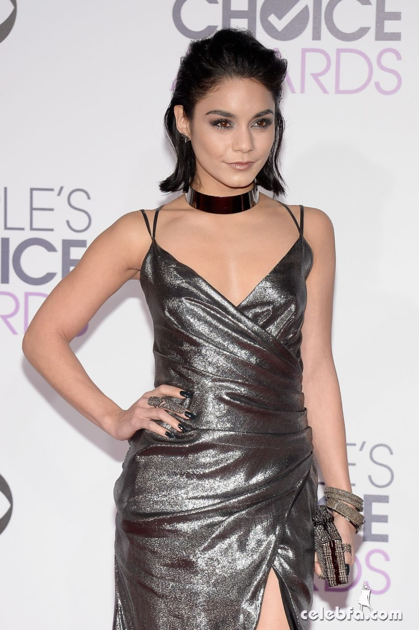 vanessa-hudgens-at-2016-people-s-choice-awards-in-los-angeles (7)