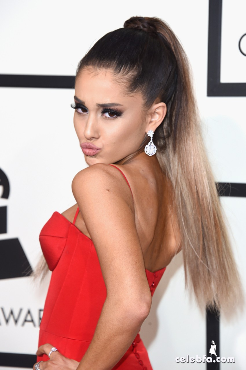 Ariana Grande - The 58th GRAMMY Awards (2)