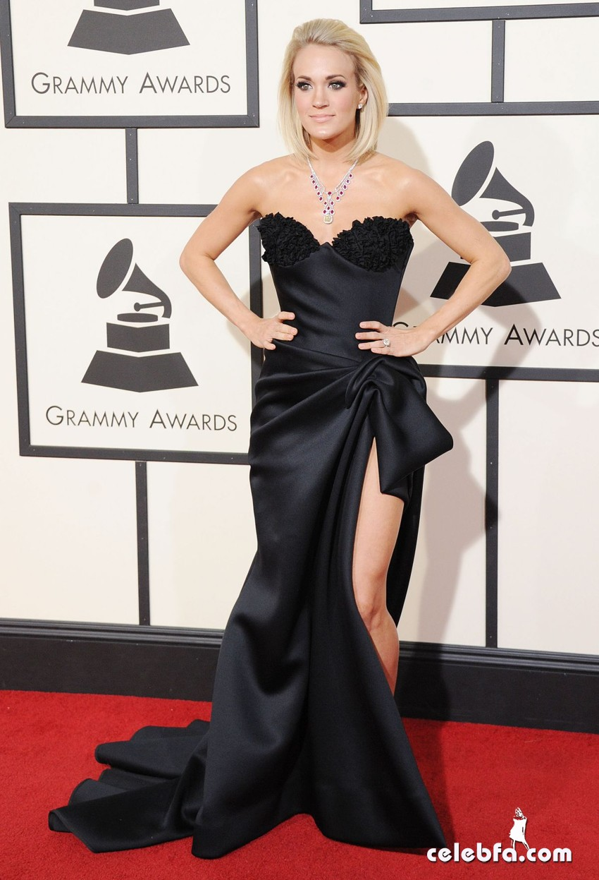 carrie-underwood-at-grammy-awards-2016-in-los-angeles-02-15-2016_15