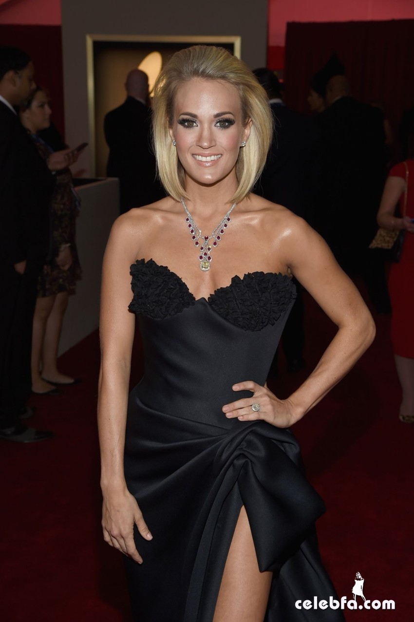 carrie-underwood-at-grammy-awards-2016-in-los-angeles-02-15-2016_2