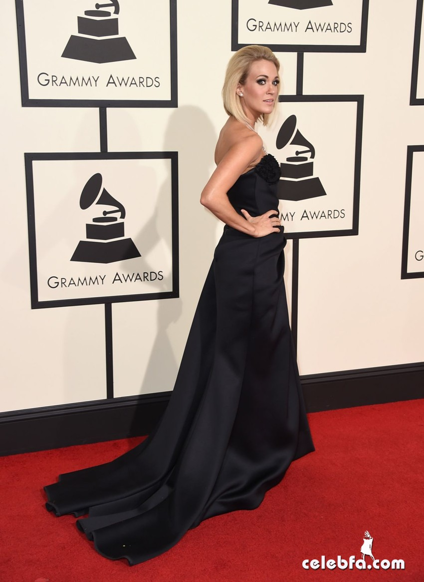 carrie-underwood-at-grammy-awards-2016-in-los-angeles-02-15-2016_6