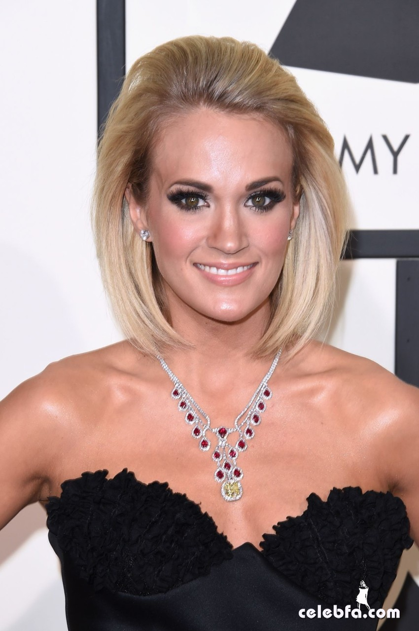carrie-underwood-at-grammy-awards-2016-in-los-angeles-02-15-2016_7