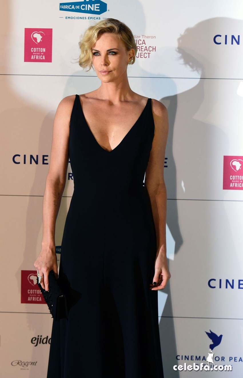 charlize-theron-at-cinema-for-peace-at-konzerthaus-in-berlin-02-15-2016_1