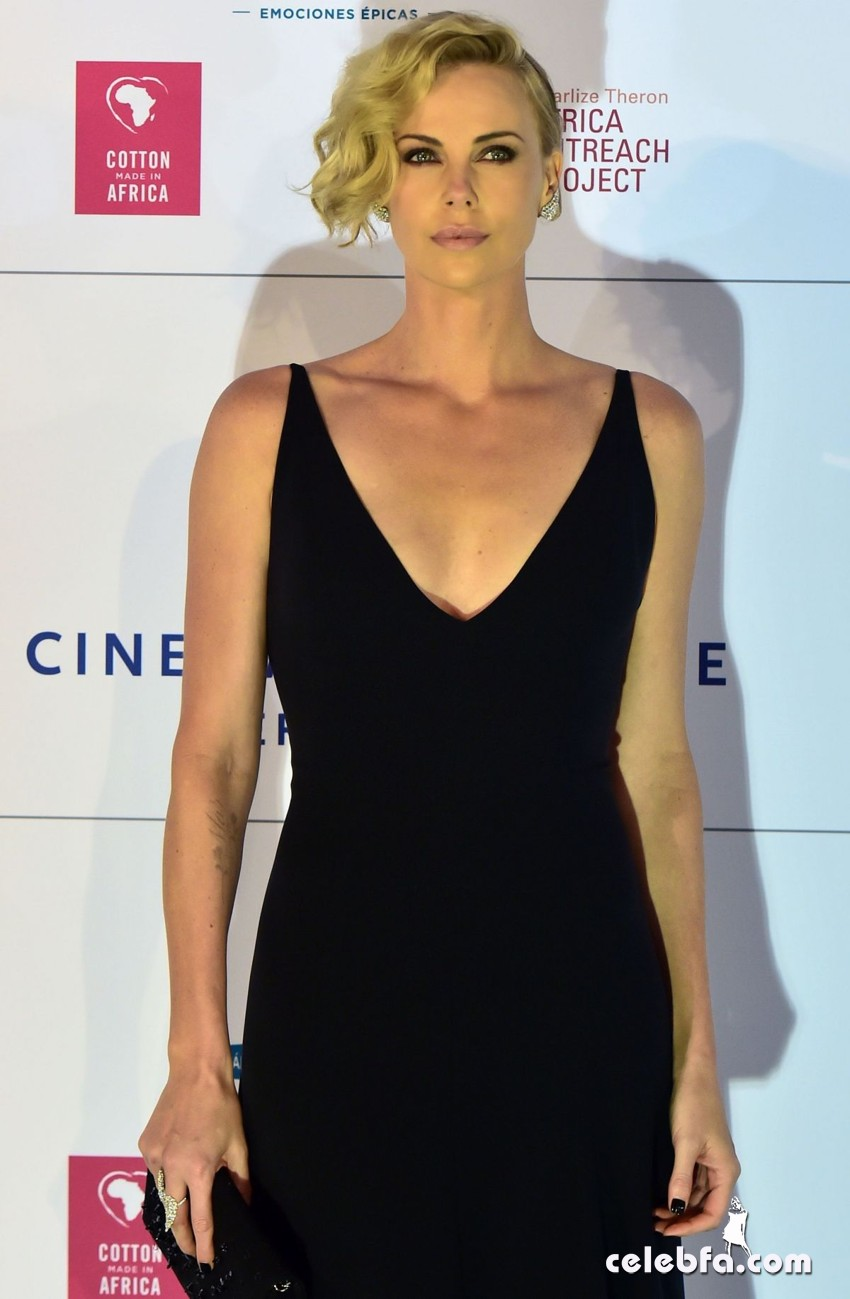 charlize-theron-at-cinema-for-peace-at-konzerthaus-in-berlin-02-15-2016_3