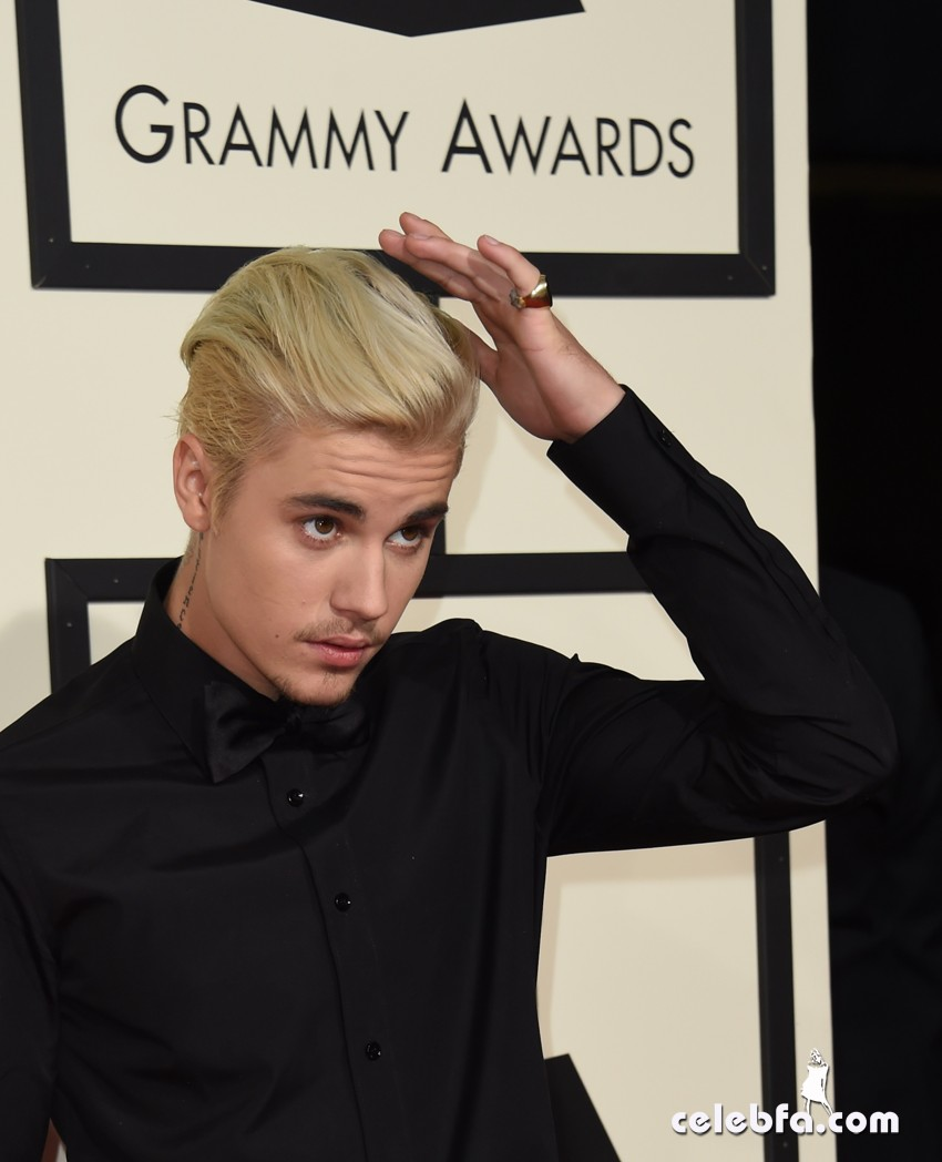 Justin Bieber - The 58th GRAMMY Awards (7)