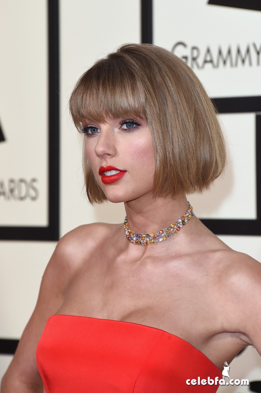 Taylor Swift - The 58th Annual GRAMMY Awards (4)