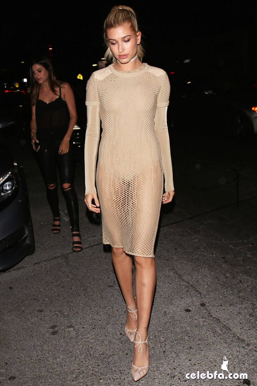 hailey-baldwin-at-gigi-hadid-s-21st-birthday-party-in-west-hollywood (3)