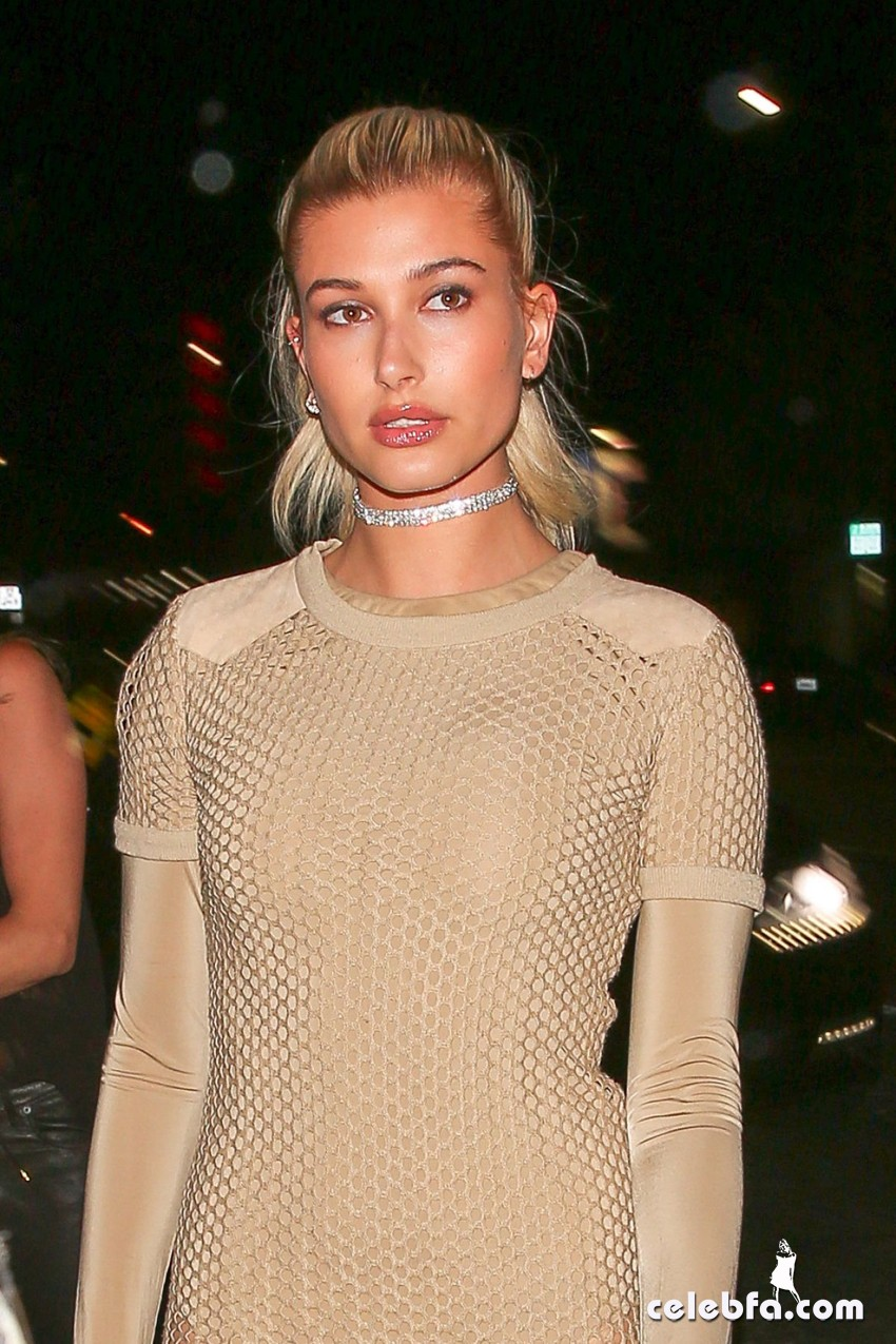 hailey-baldwin-at-gigi-hadid-s-21st-birthday-party-in-west-hollywood (6)