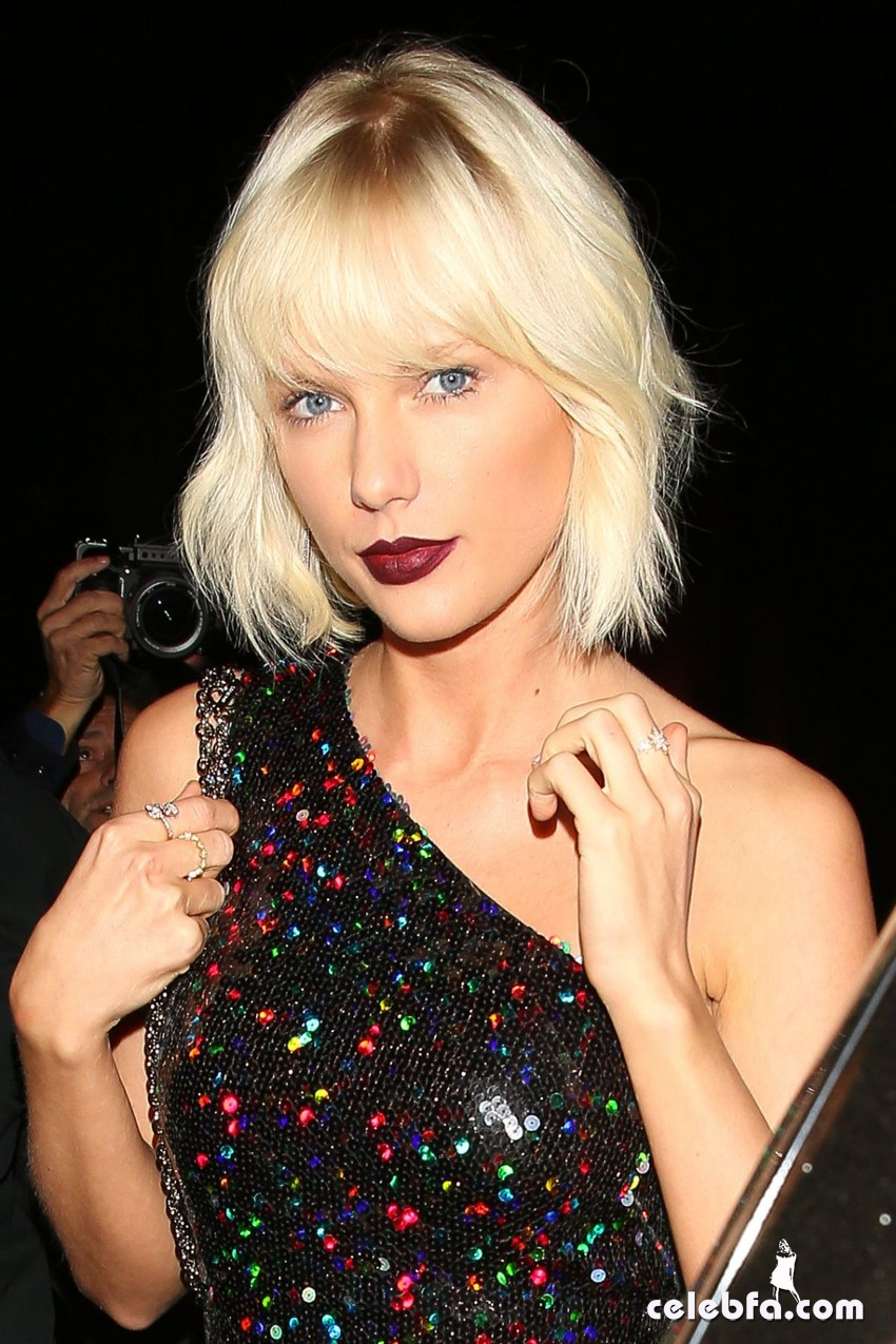 taylor-swift-at-gigi-hadid-s-21st-birthday-party-in-west-hollywood (1)