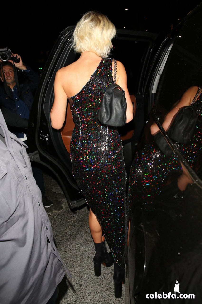 taylor-swift-at-gigi-hadid-s-21st-birthday-party-in-west-hollywood (3)