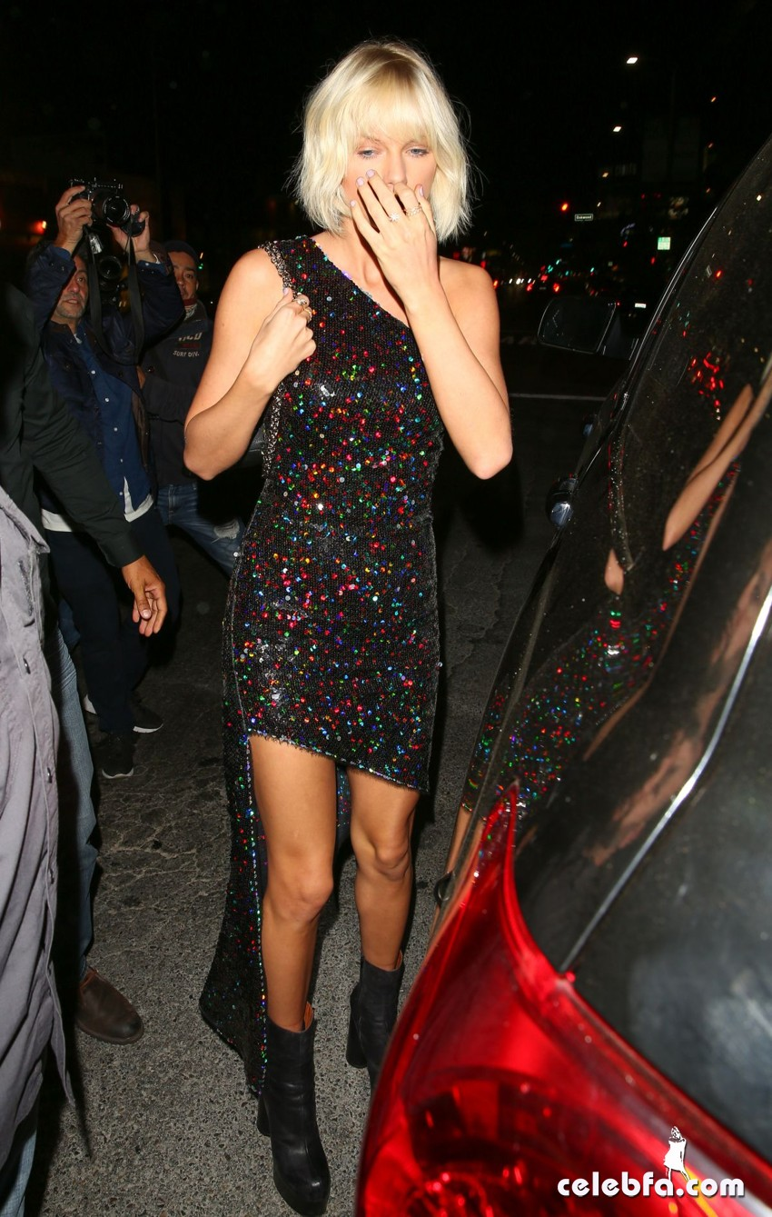 taylor-swift-at-gigi-hadid-s-21st-birthday-party-in-west-hollywood (6)