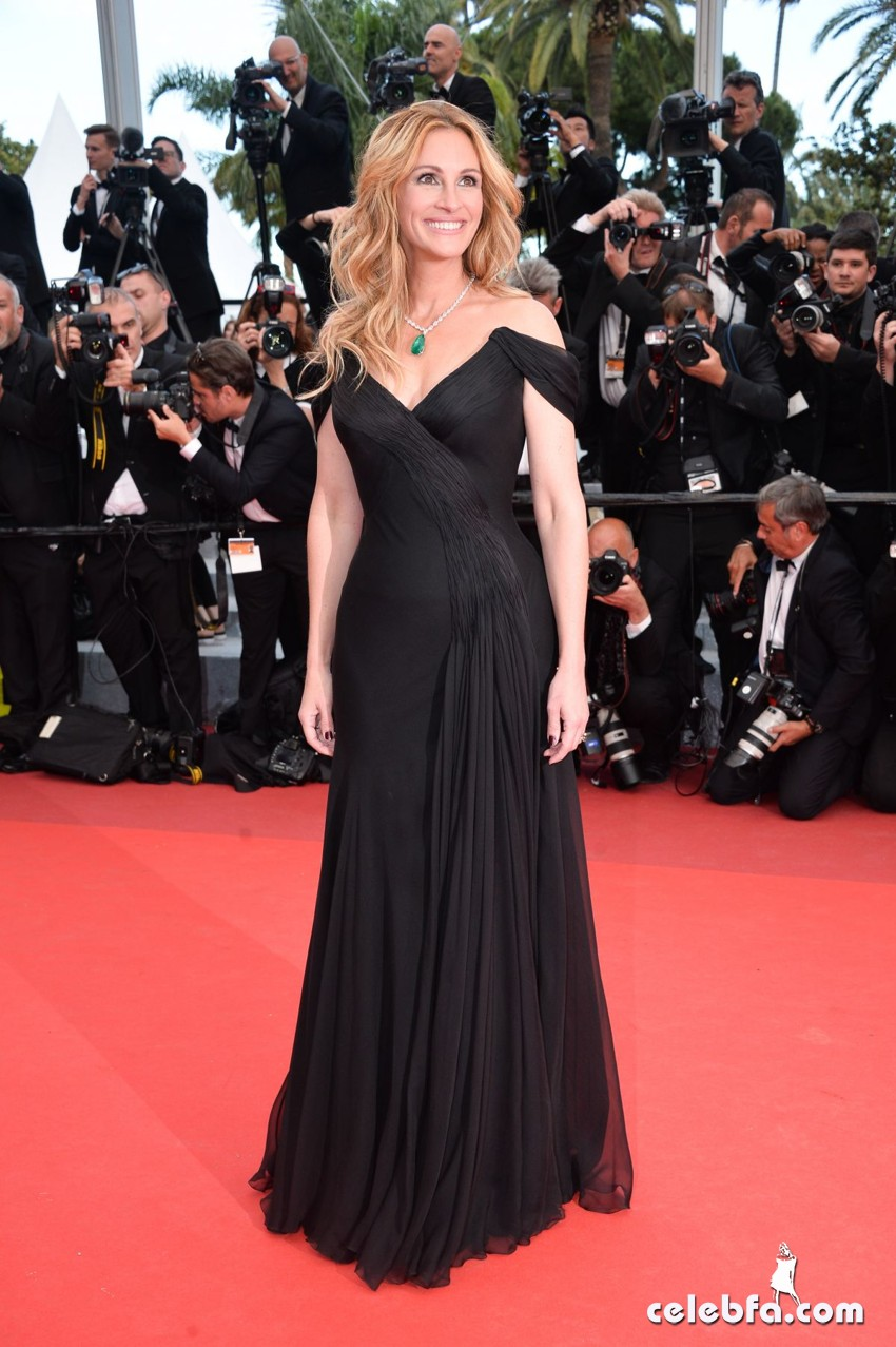 julia-roberts-at-money-monster-premiere-at-69th-annual-cannes-film-festival (3)