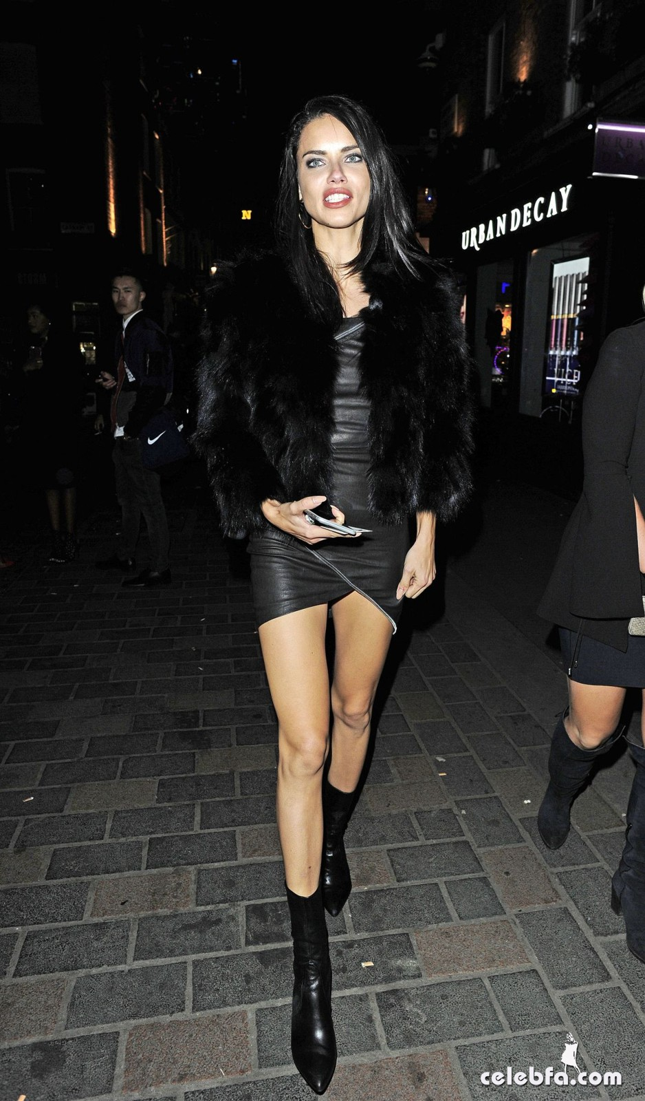 adriana-lima-night-out-in-london-3