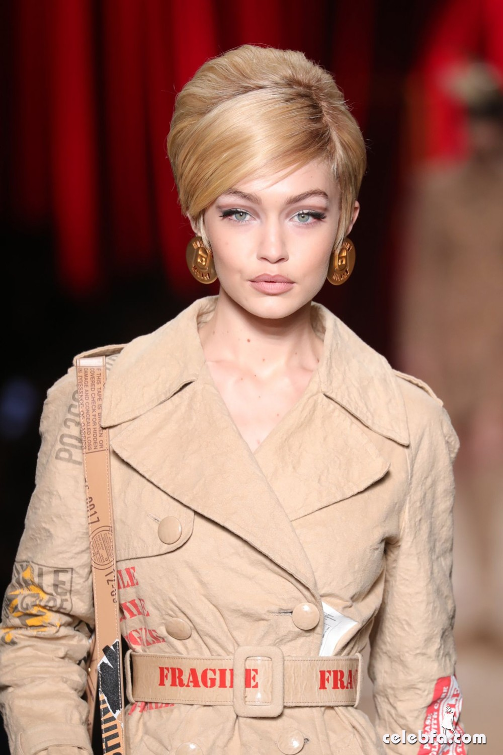 gigi-hadid-walks-moschino-s-show-milan-fashion-week-1