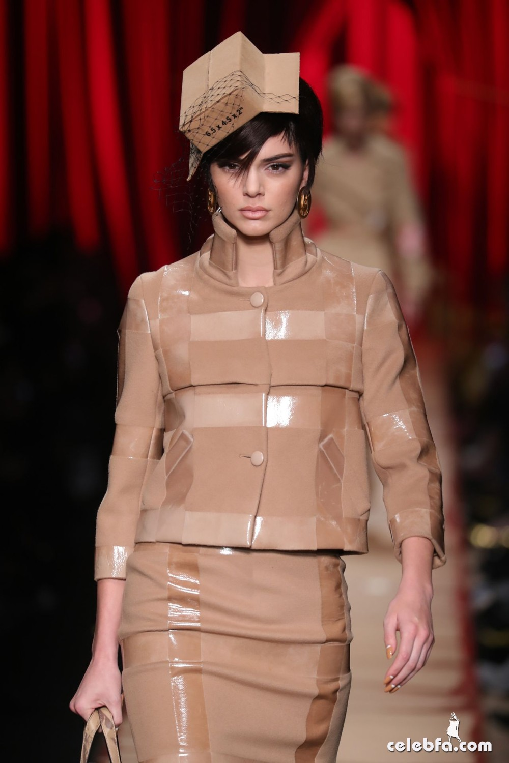 kendall-jenner-hit-the-catwalk-for-moschino-milan-fashion-week-2
