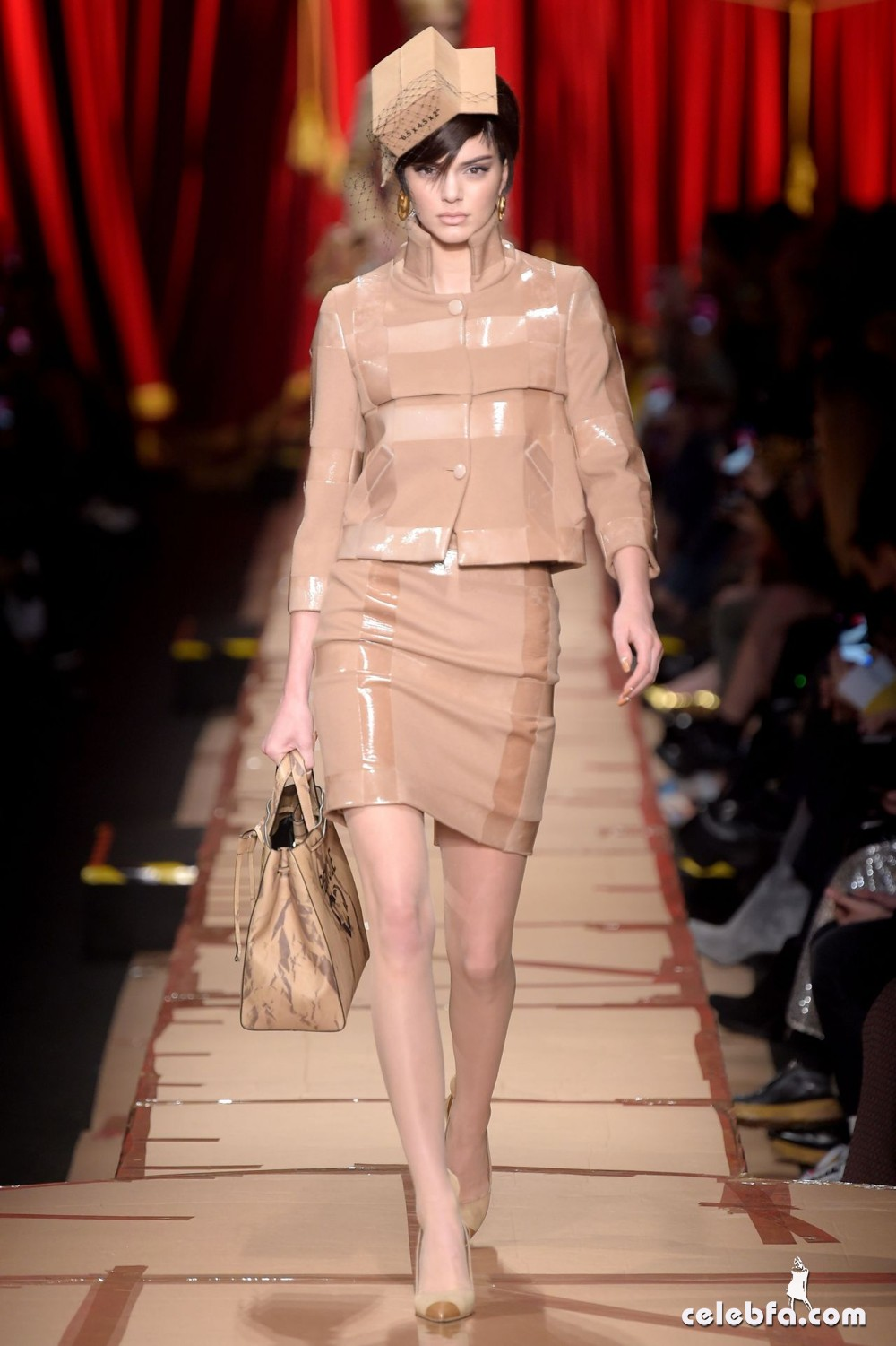 kendall-jenner-hit-the-catwalk-for-moschino-milan-fashion-week-3