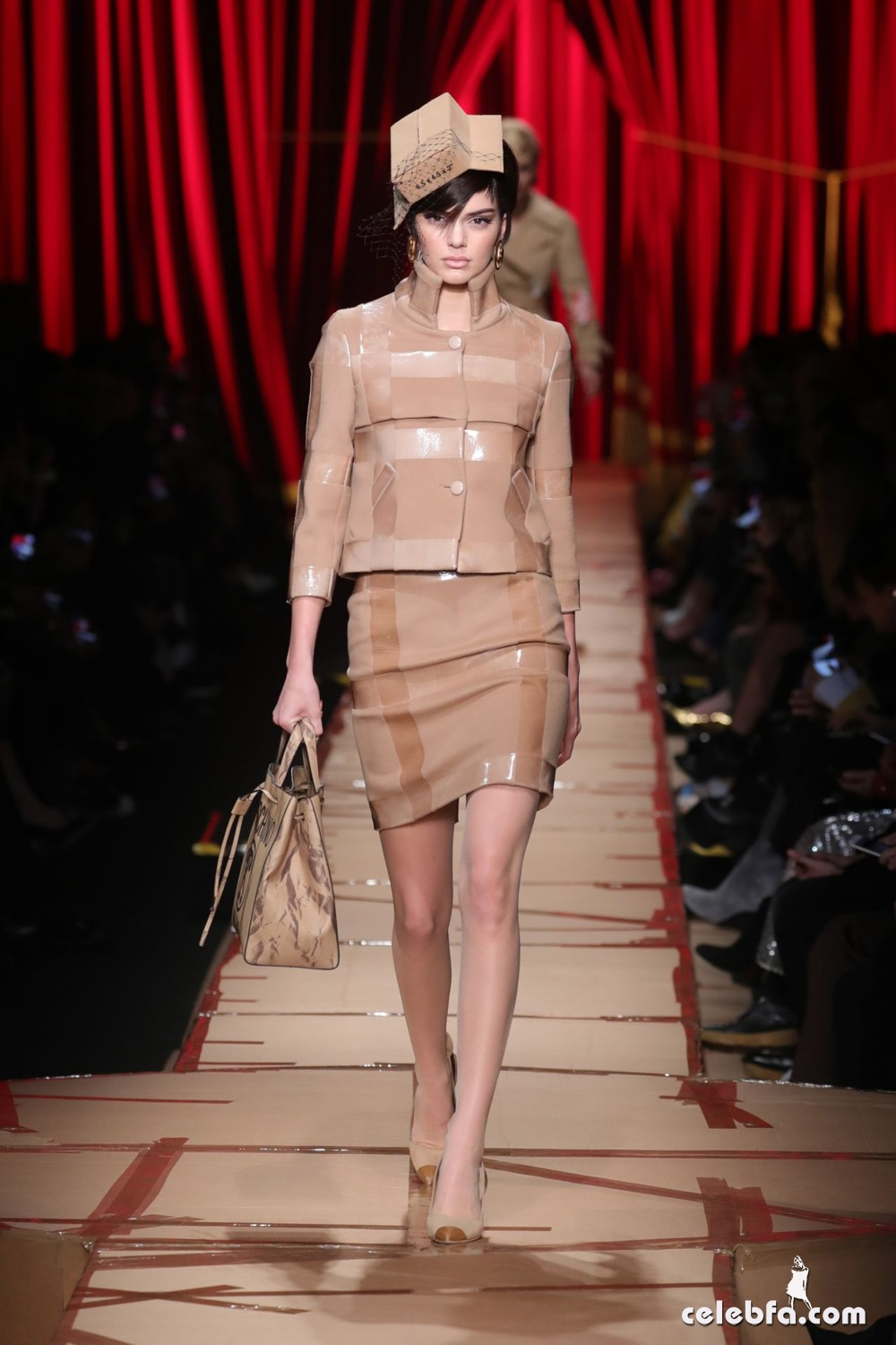 kendall-jenner-hit-the-catwalk-for-moschino-milan-fashion-week-4