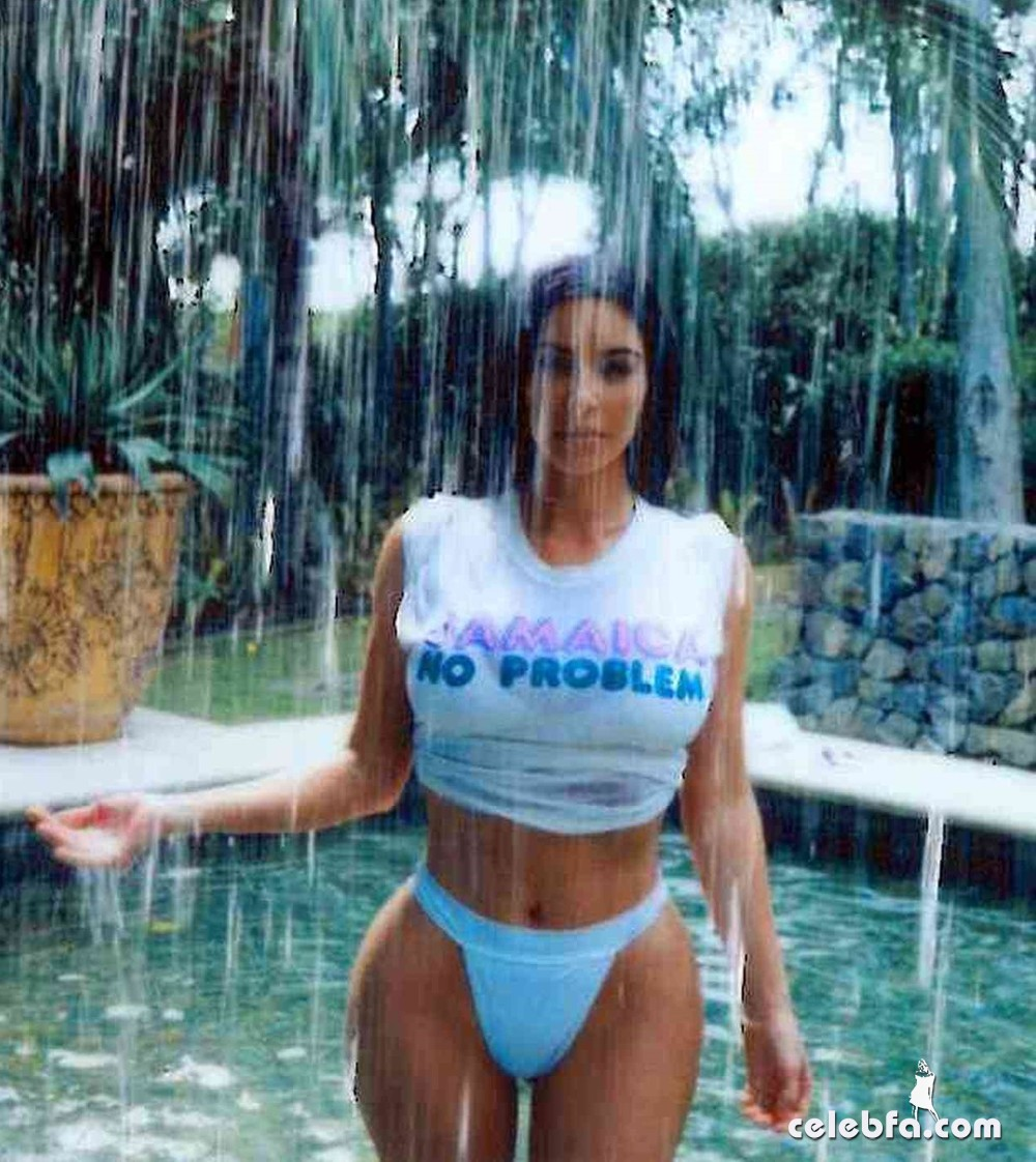 kim_kardashian_bikini_0044