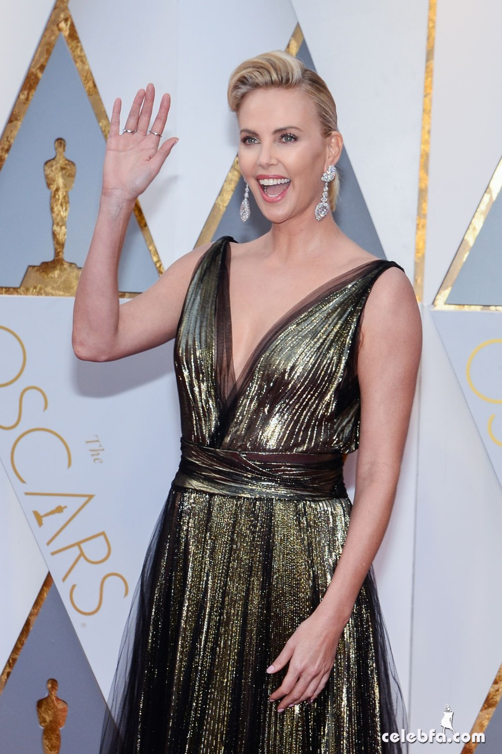 charlize-theron-oscars-2017-red-carpet-10