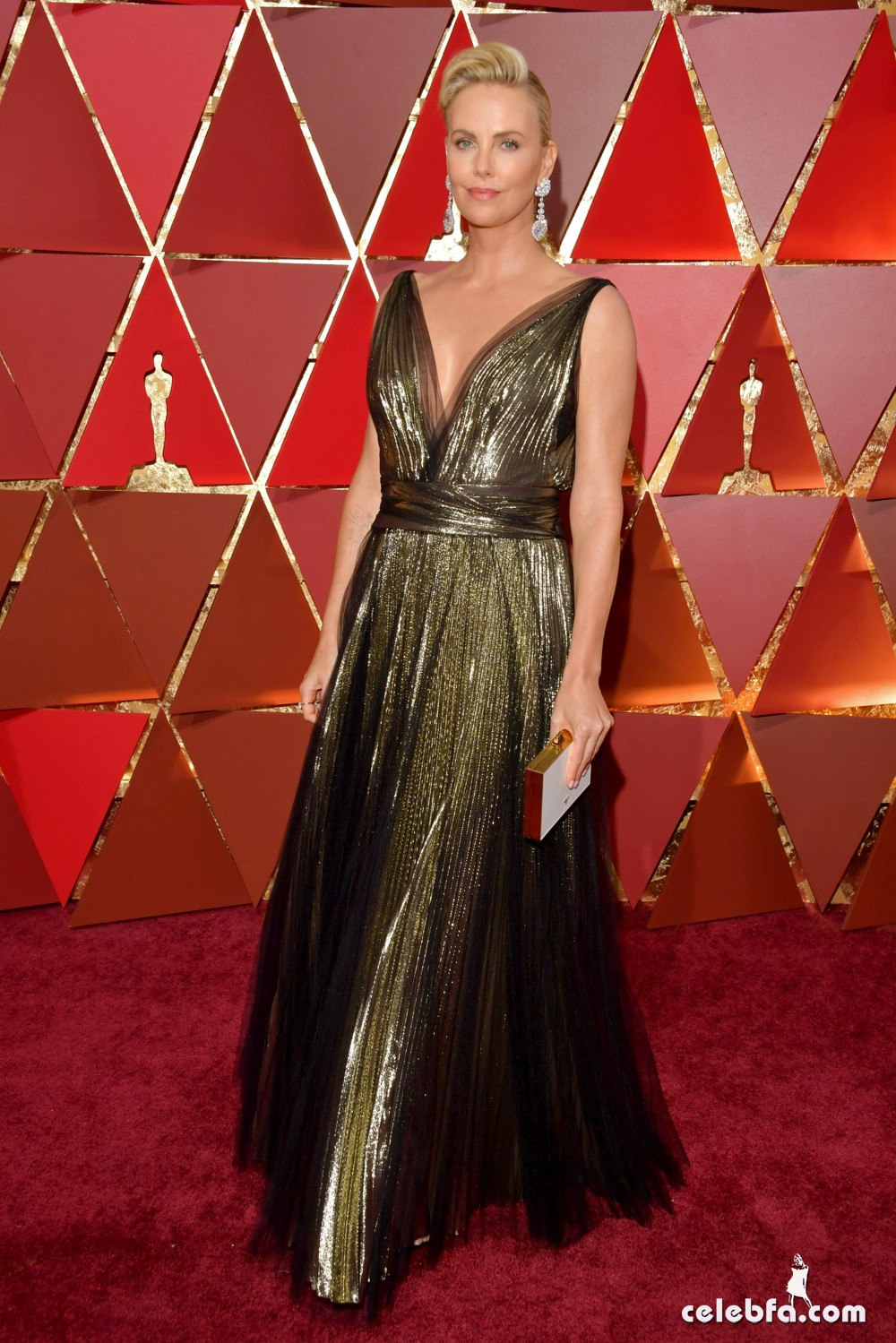 charlize-theron-oscars-2017-red-carpet-12