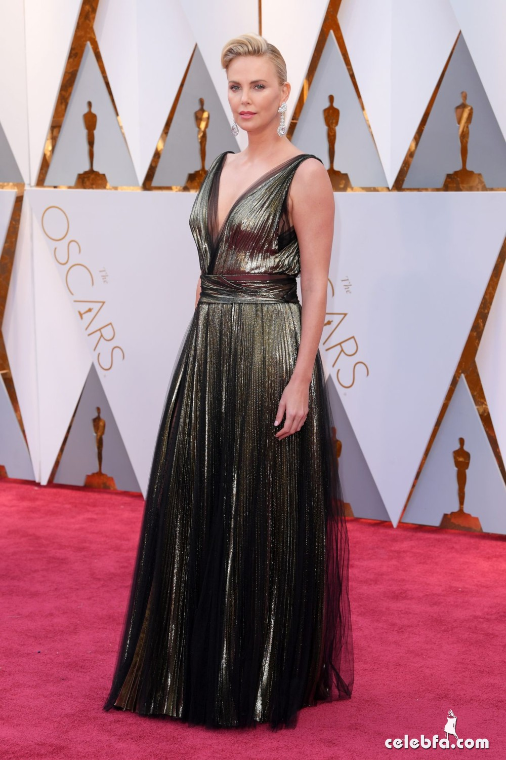 charlize-theron-oscars-2017-red-carpet-4