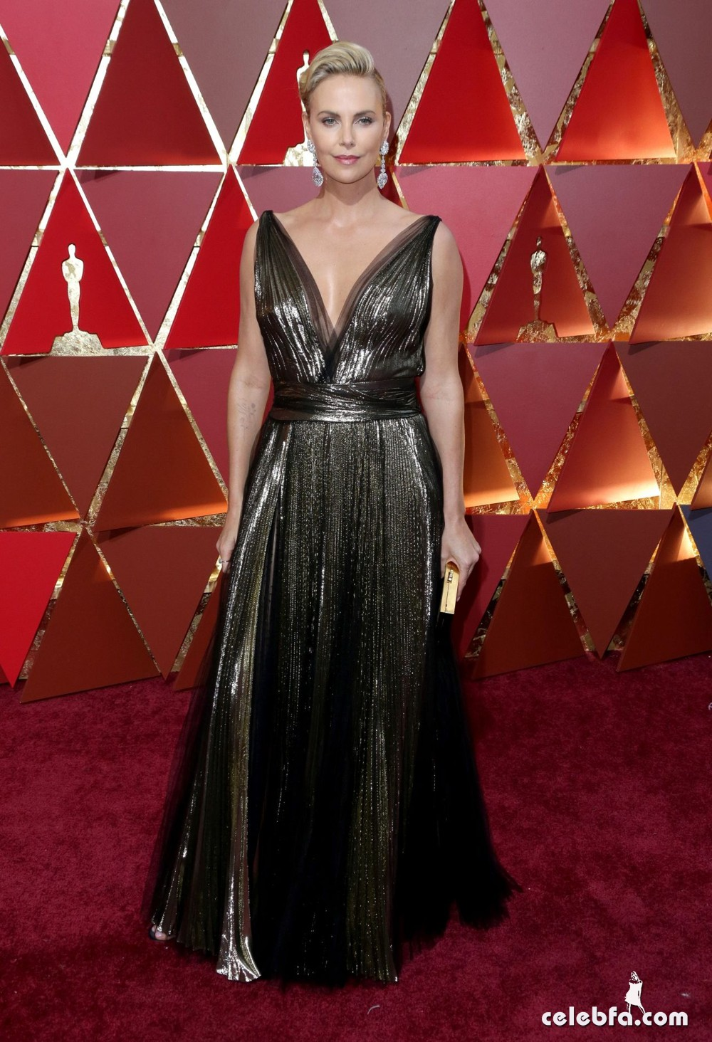 charlize-theron-oscars-2017-red-carpet-5