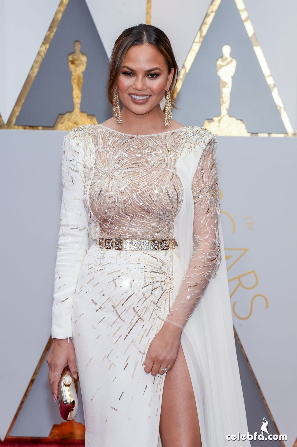 chrissy-teigen-oscars-2017-red-carpet-1
