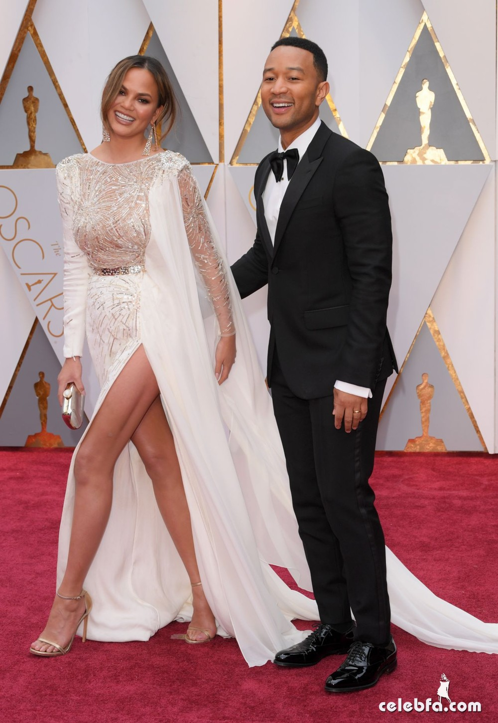 chrissy-teigen-oscars-2017-red-carpet-10
