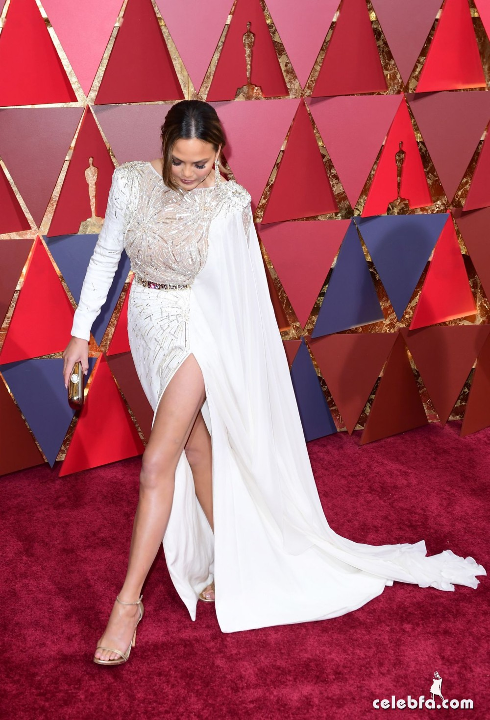 chrissy-teigen-oscars-2017-red-carpet-11