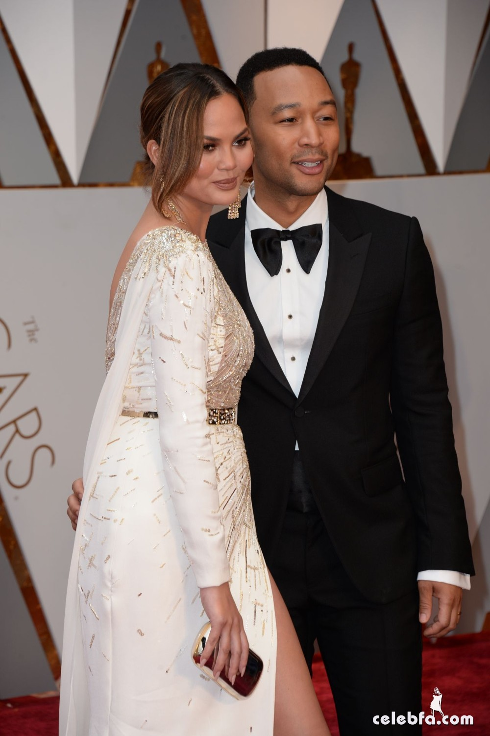 chrissy-teigen-oscars-2017-red-carpet-12
