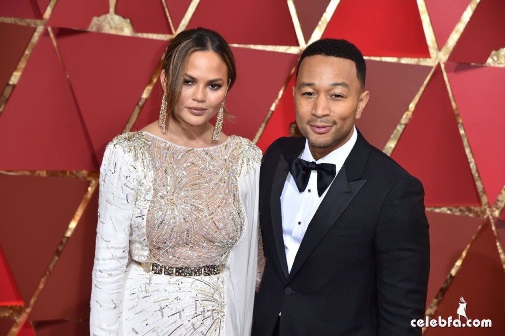 chrissy-teigen-oscars-2017-red-carpet-5