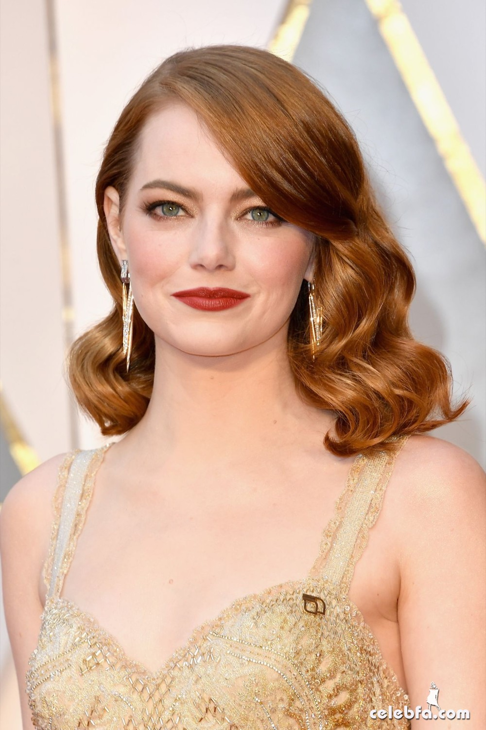 emma-stone-oscars-2017-red-carpet-1