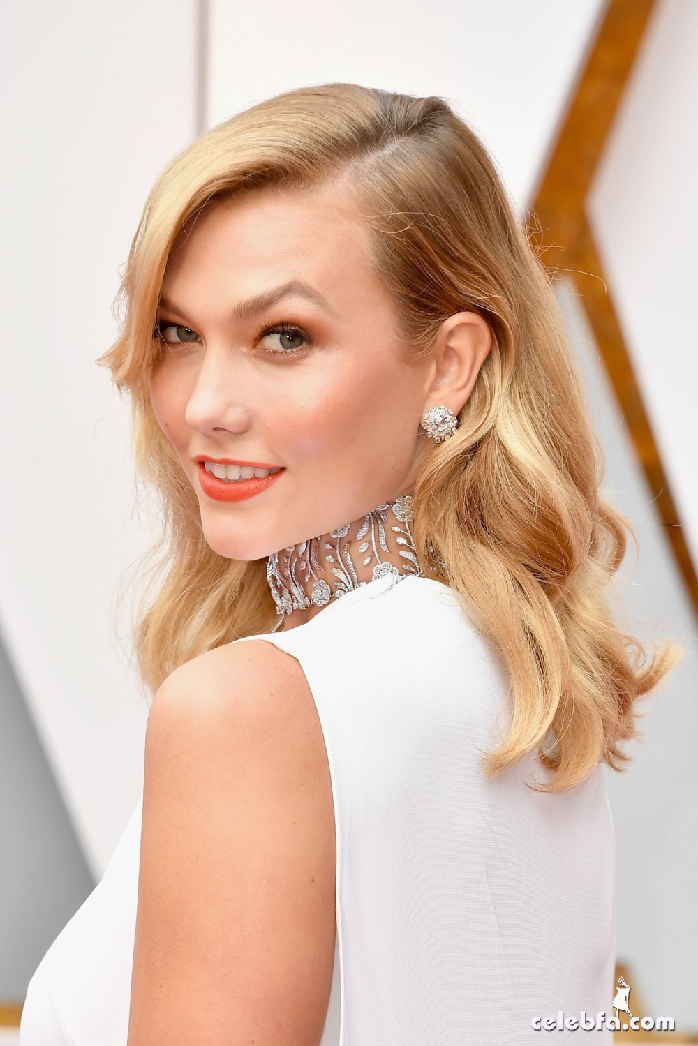karlie-kloss-oscars-2017-red-carpet-in-hollywood-3