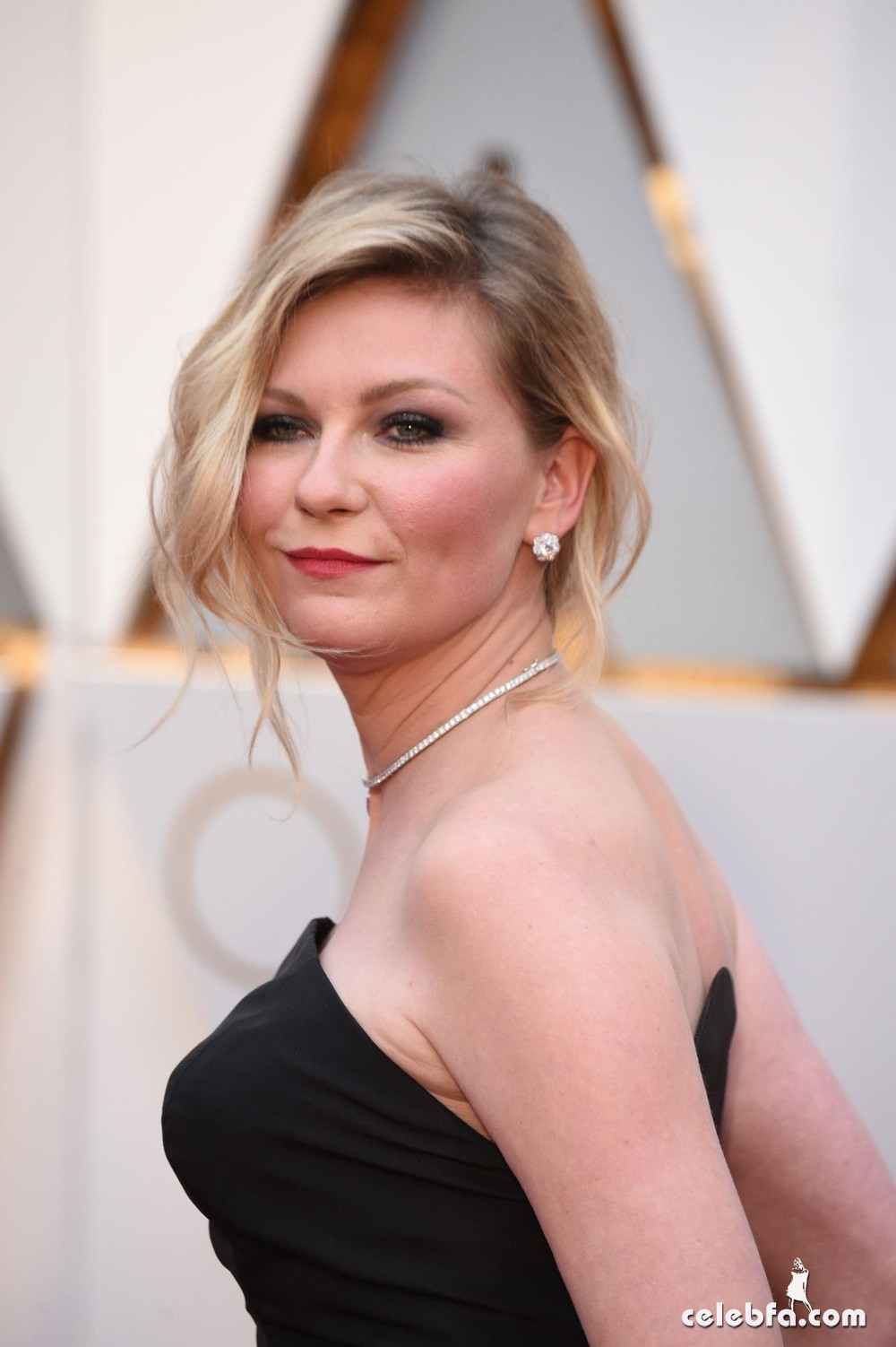 kirsten-dunst-oscars-2017-red-carpet-1