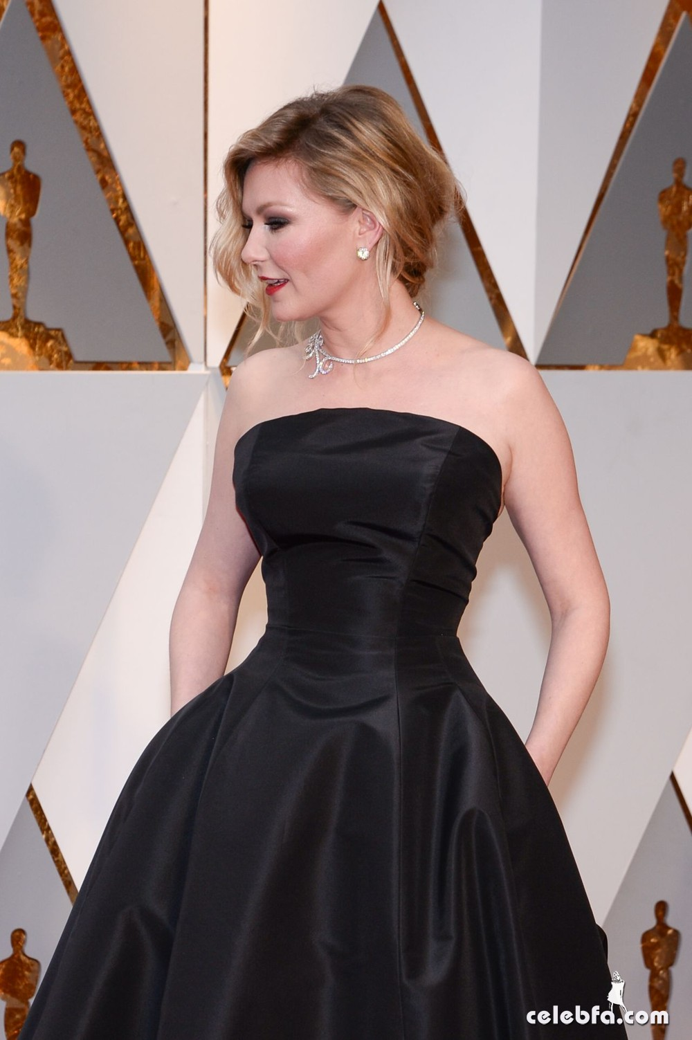 kirsten-dunst-oscars-2017-red-carpet-2