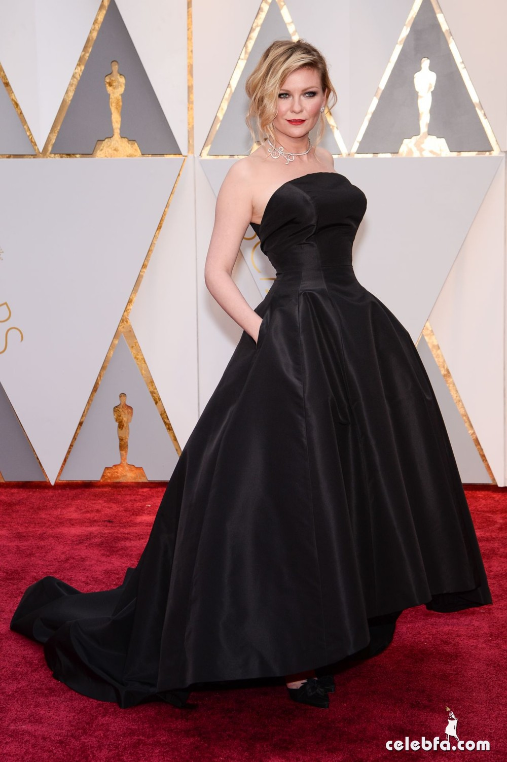 kirsten-dunst-oscars-2017-red-carpet-3