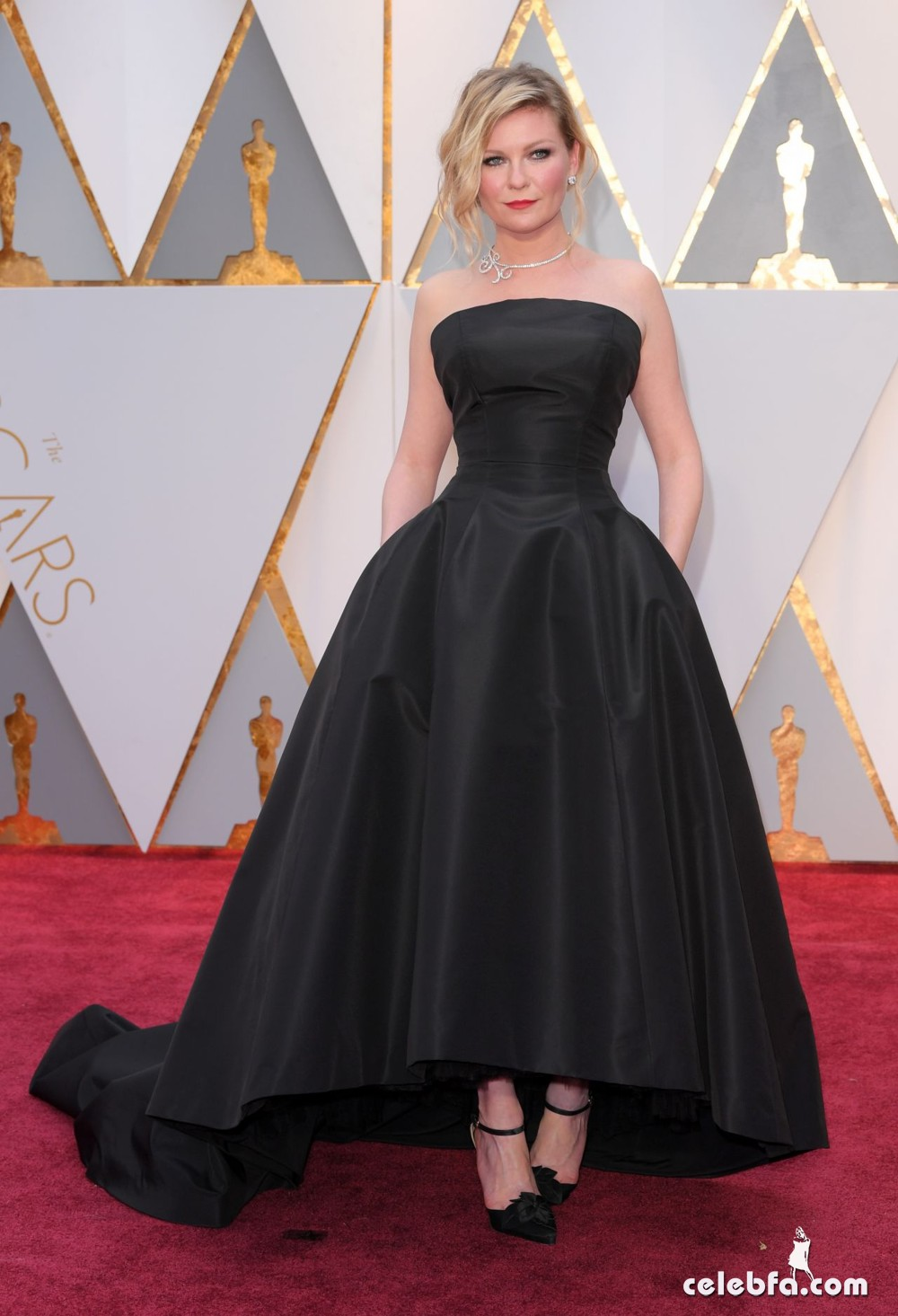 kirsten-dunst-oscars-2017-red-carpet-5