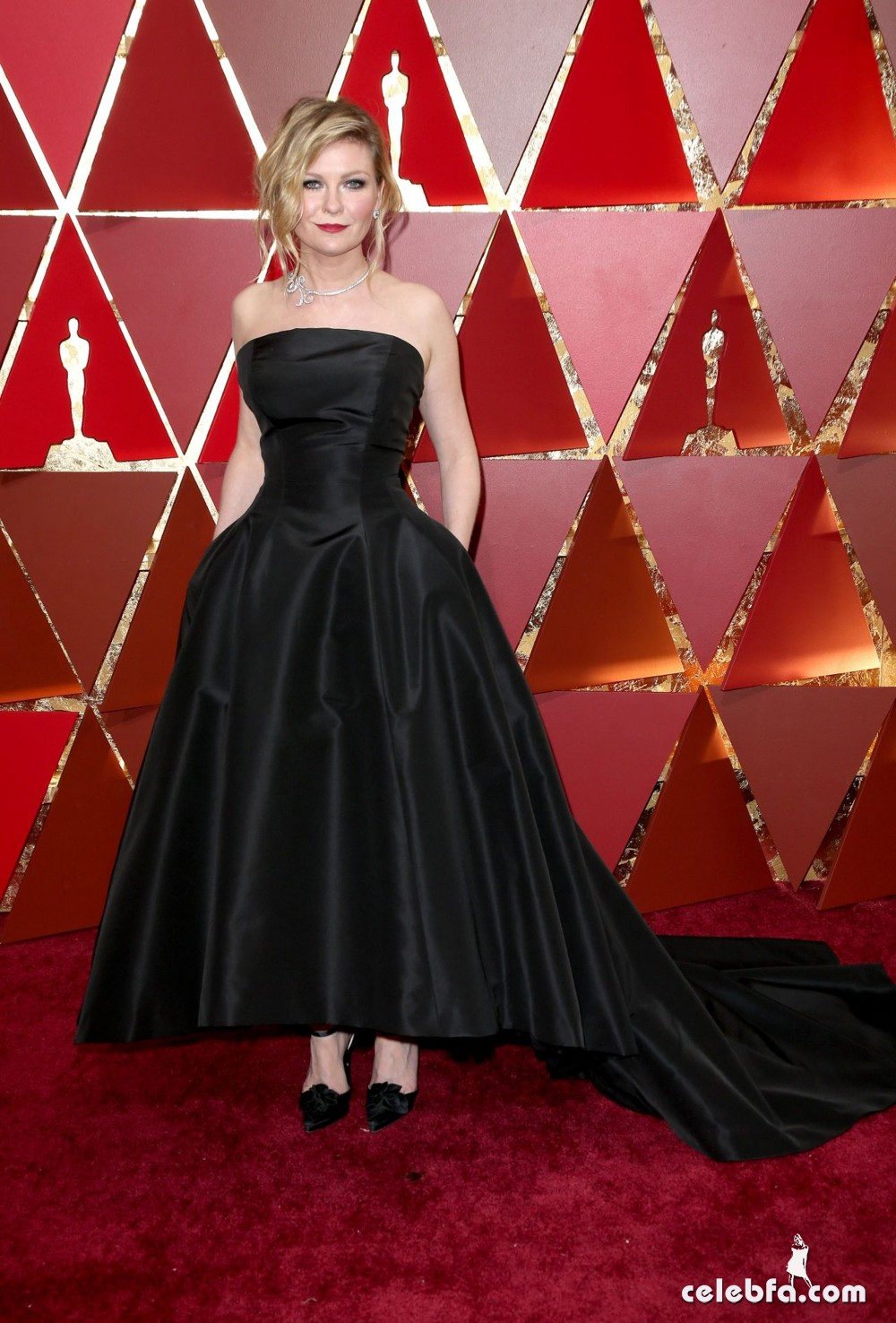 kirsten-dunst-oscars-2017-red-carpet-6