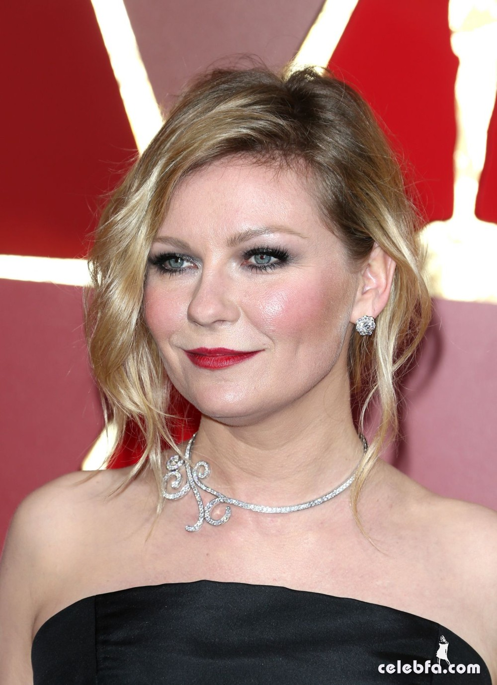 kirsten-dunst-oscars-2017-red-carpet-7
